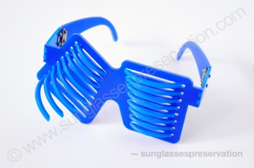 Persona non Grata mod Voyeur 2012 © sunglassespreservation